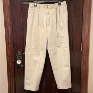 Gap Traditional Khaki 34/30 Pleated Front